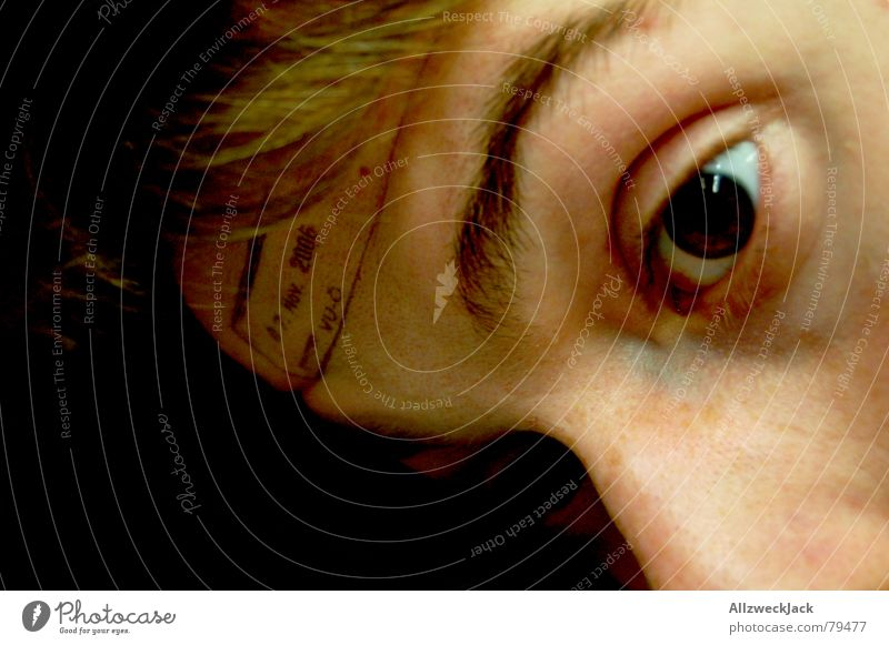 Abgestempelt Mensch Mann Gesicht schwarz Auge Tod Nase maskulin offen Trauer Vergänglichkeit Spitze Typ Verzweiflung Momentaufnahme Verschiedenheit