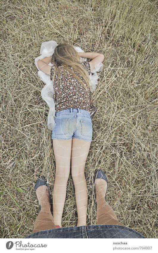 müde Mensch Kind Natur Sommer Erholung ruhig Mädchen Umwelt Erwachsene Leben feminin Haare & Frisuren Beine Kopf Fuß liegen