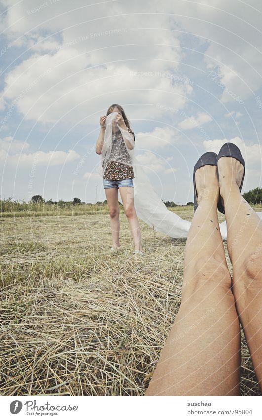 beinfreiheit | 700 Mensch Himmel Kind Natur Sommer Landschaft Wolken Mädchen Umwelt feminin Beine Fuß Feld Körper Kindheit Schuhe