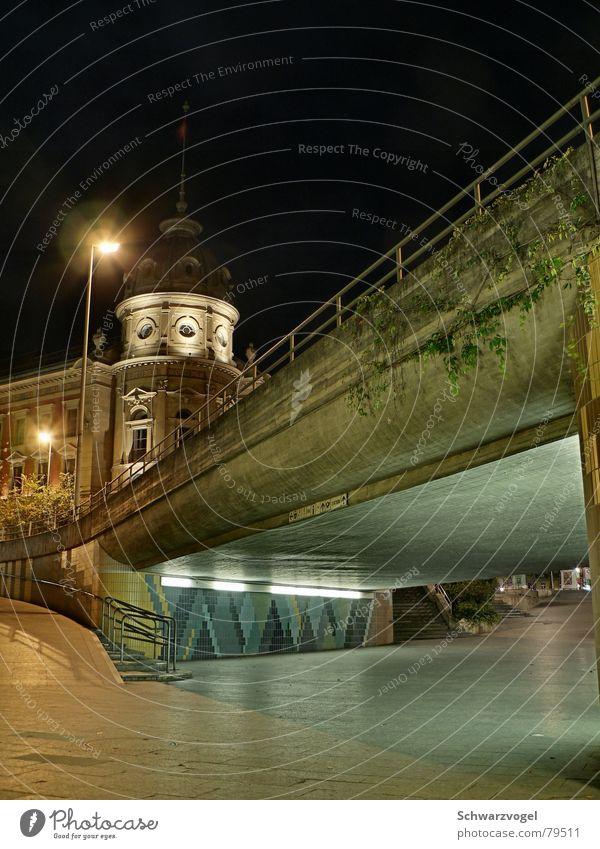 Konstanz bei Nacht Straße Lampe dunkel Wege & Pfade Gebäude Architektur Baustelle Asphalt Tunnel Bürgersteig Bauwerk Neonlicht Unterführung Fußgängerzone
