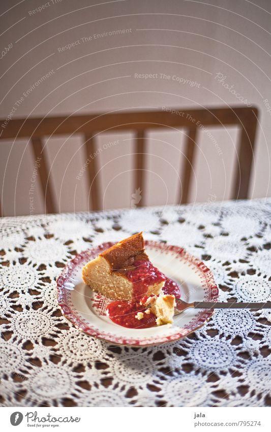 käsekuchen Lebensmittel Kuchen Süßwaren Käsekuchen Himbeersoße Ernährung Vegetarische Ernährung Teller Gabel Stuhl Tisch lecker Appetit & Hunger Farbfoto
