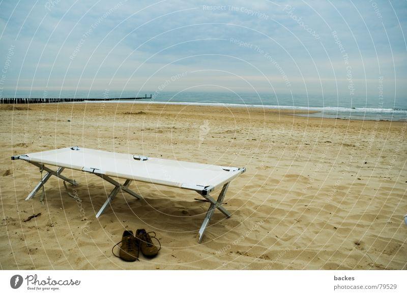 Pause am Meer See Schuhe Wolken Strand Niederlande Wellen Steg Möwe Feld Bett Aluminium Freizeit & Hobby Küste feldbett domburg Sand Wasser Himmel Seil