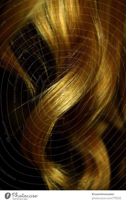 Goldmarie schön Haare & Frisuren Wellen gold Locken