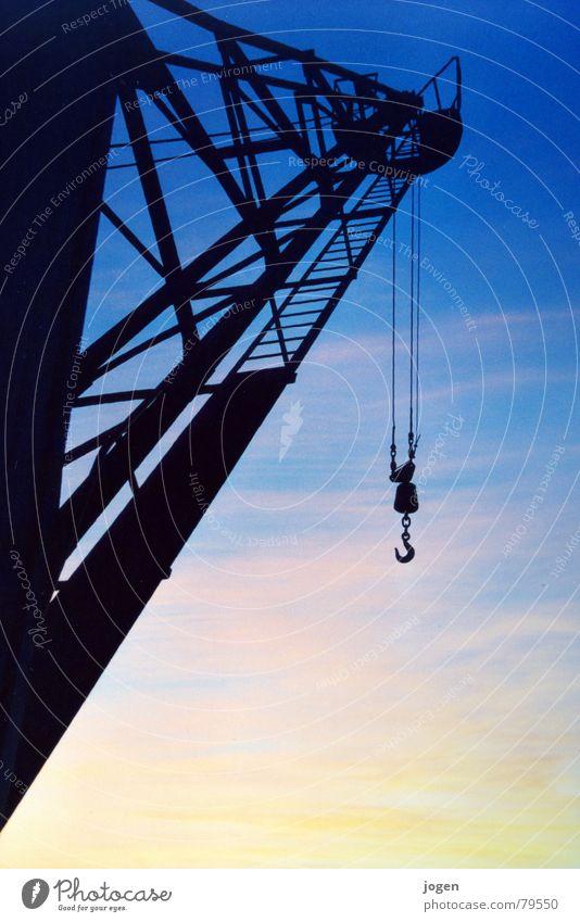 Altlasten alt blau schwarz gelb Arbeit & Erwerbstätigkeit Metall Industrie Hafen Stahl historisch Gewicht Kran Abenddämmerung Eisen heben Ruhrgebiet