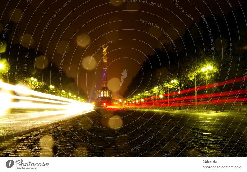 Siegessäule Nacht Langzeitbelichtung dunkel Beleuchtung grün Verkehrswege PKW Straße refektion Wege & Pfade Berlin