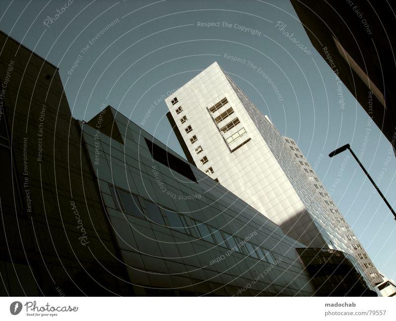 THE ROOTS Himmel Natur Stadt blau Baum Wolken Haus Fenster Berge u. Gebirge Leben Architektur Gebäude Freiheit fliegen oben Arbeit & Erwerbstätigkeit
