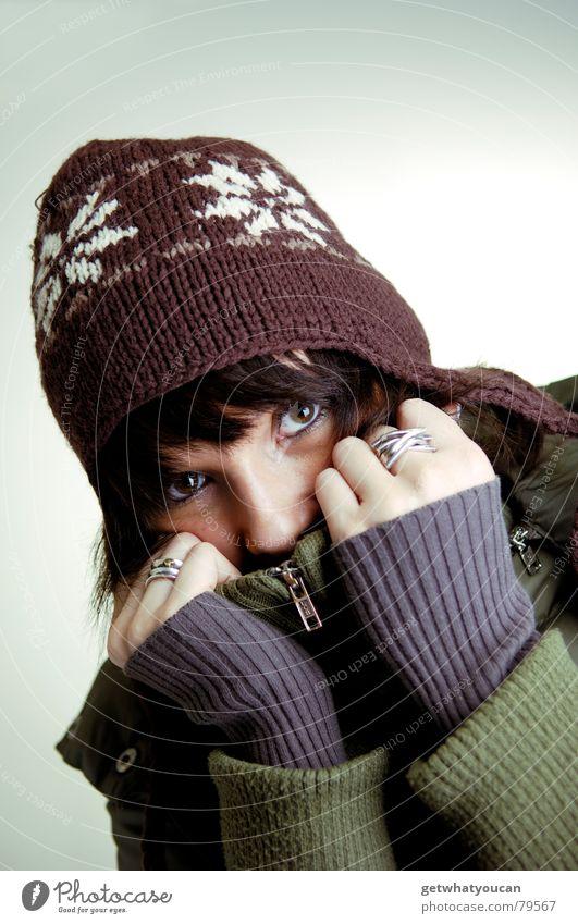 Denn kalt wird es werden. Frau Hand schön Winter Auge kalt Schnee Herbst Wärme Eis verrückt Frost Physik Mütze gemütlich Mantel