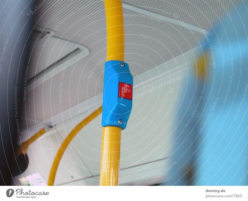 ..drück ma bitte... blau Verkehr stoppen Bus Neonlicht