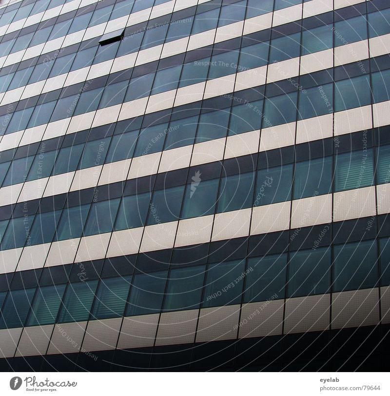 Querolant Luft Fenster Haus Gebäude Hochhaus Etage Niveau geschlossen beige grau Wolken Reflexion & Spiegelung Macht Reihe fresh air queer fellow offices
