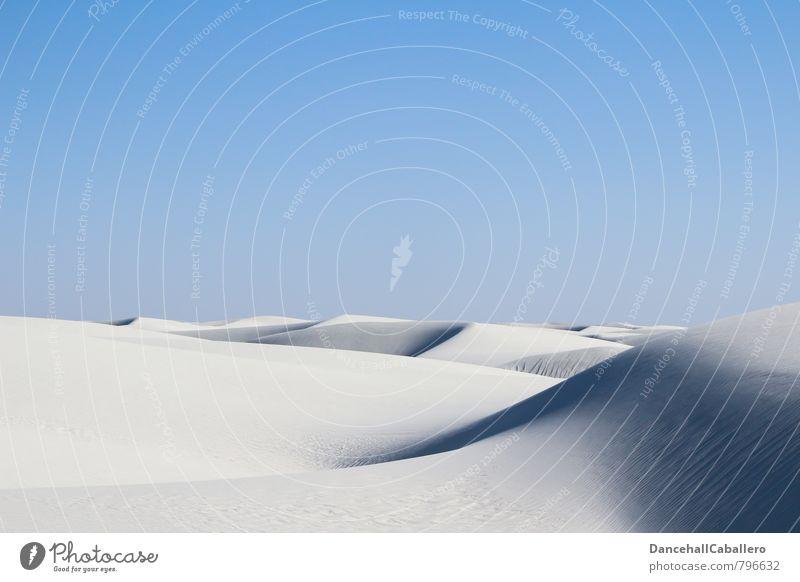 white desert I Natur Ferien & Urlaub & Reisen blau Sommer weiß Einsamkeit Landschaft ruhig Ferne Wärme Sand Tourismus Ausflug Abenteuer Hügel Wüste