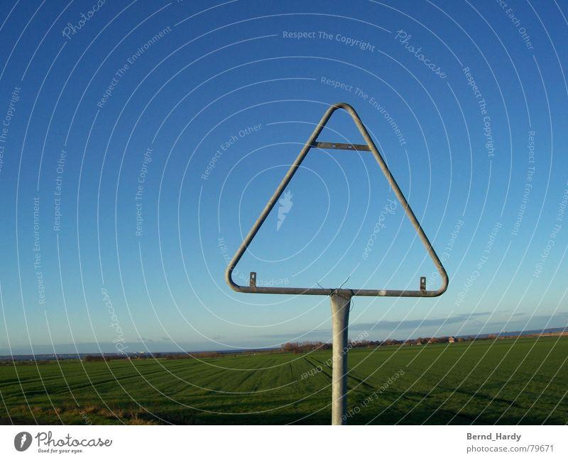 Achtung Nichts! Verkehrsschild Fehmarn Feld Straßennamenschild Respekt Schilder & Markierungen Hinweisschild Himmel Platzhalter