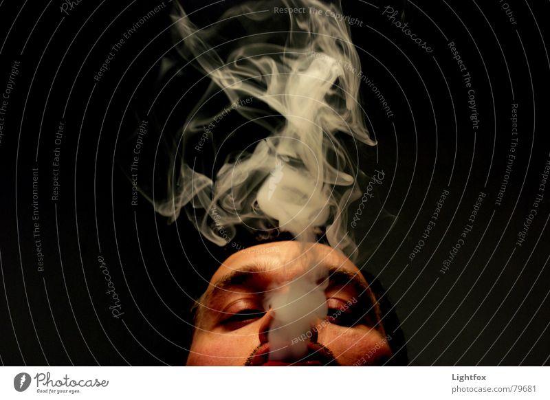 Viel Rauch um nichts Mensch Mann schwarz Gesicht dunkel Horizont Nebel Perspektive Rauchen Industriefotografie blasen Partnerschaft Meinung Zigarette Langeweile