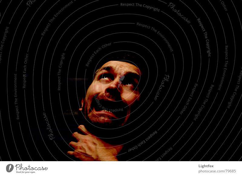 Vom Weihnachtsmann gewürgt Mann Hand Gesicht schwarz dunkel Angst Arme Finger Panik Gefäße Platzangst Angsthase