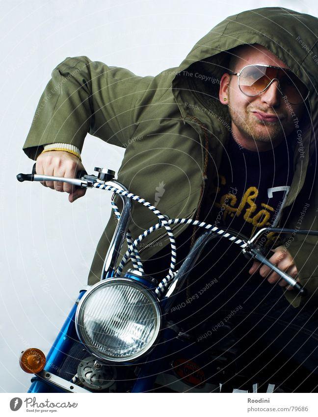 50 cm³ Gehirn auf Halblast retro Brille fahren Motorrad Sonnenbrille Mantel Kleinmotorrad Kapuze Scheinwerfer Anschnitt Bildausschnitt frontal Verkehrsmittel