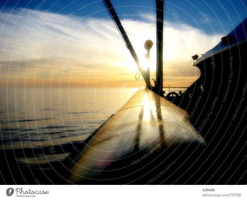 a cool night Steuerbord Backbord Schiffsbug Atlantik Norwegen Jan Mayen Schwelle Reling Mount Beerenberg See Meer Wasserfahrzeug Heck Sonnenuntergang Freude