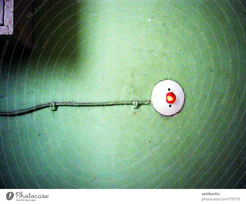 Licht alt grün Wand Mauer Beleuchtung Kabel leuchten Technik & Technologie Stahlkabel Draht Flur Leitung Schalter Knöpfe Licht Taste