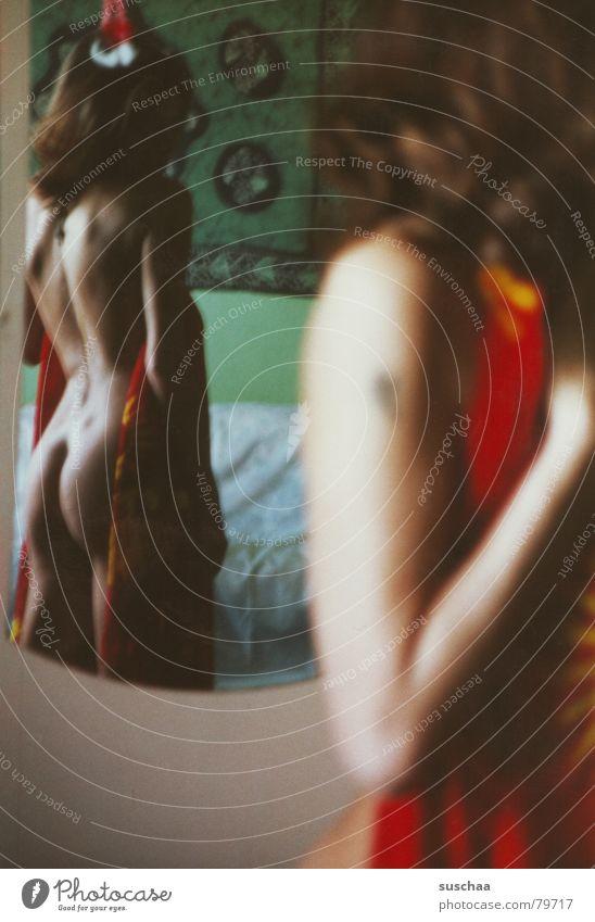 extra für mados lightbox finalisiert .. Frau grün rot Erotik nackt Arme Tür Rücken Akt Hinterteil Spiegel dumm Tattoo Tuch Hippie Spiegelbild
