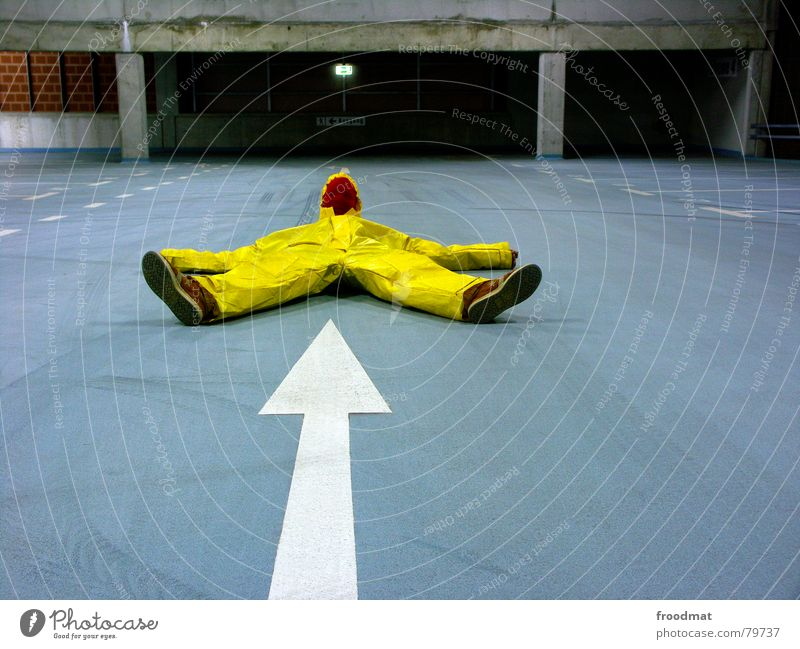 gelb™ - pfeil blau Freude gelb grau Kunst lustig verrückt Maske Spitze Pfeil Anzug dumm Surrealismus Parkhaus Gummi sinnlos