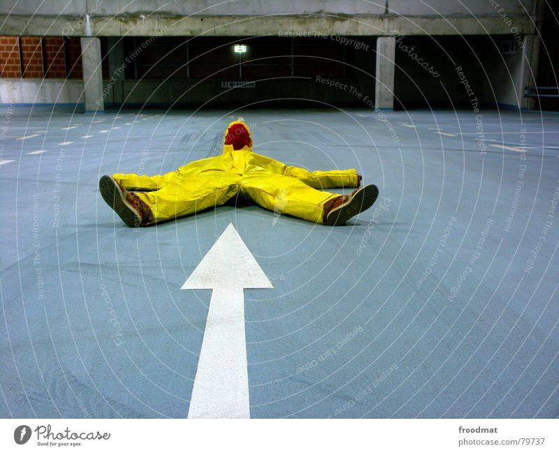 gelb™ - pfeil Parkhaus grau grau-gelb Anzug Gummi Kunst dumm sinnlos ungefährlich verrückt lustig Freude Reifenspuren Kunsthandwerk abstrakt Pfeil Spitze blau