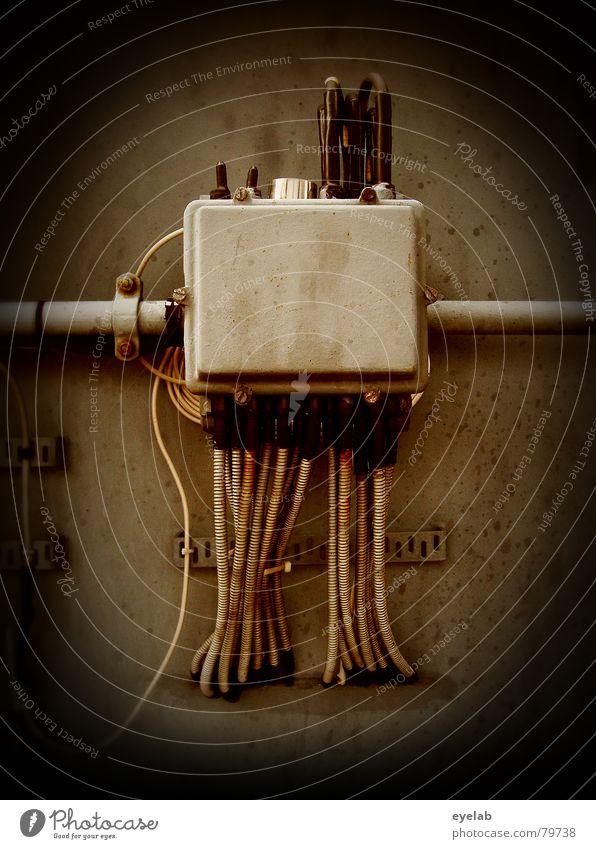 DC Jesus grau braun Metall Energiewirtschaft Kraft Rücken Technik & Technologie Elektrizität Beton Industrie Kabel Statue Gott obskur Götter Splitter