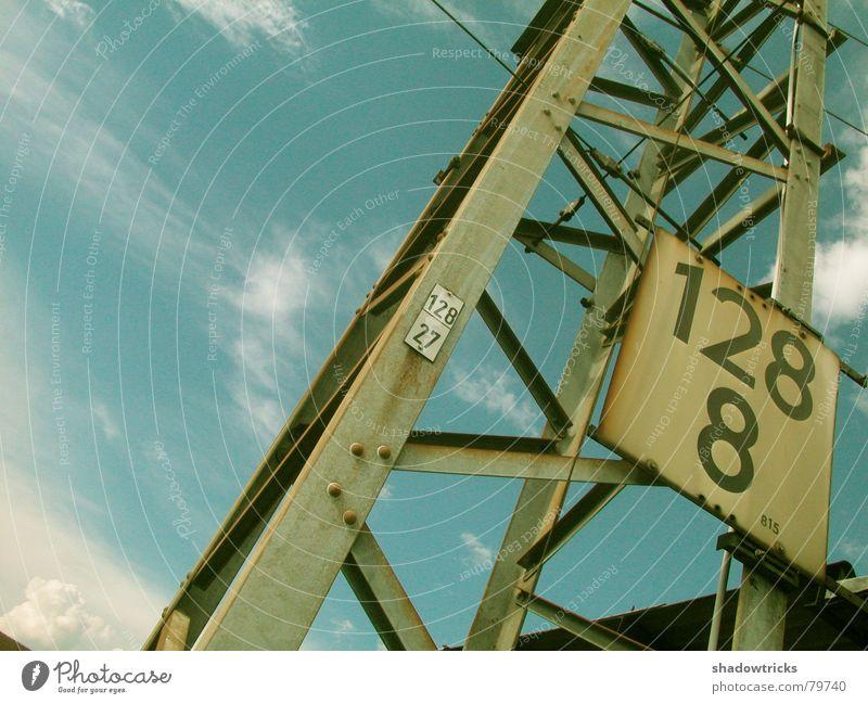 128_8 Himmel blau Wolken Metall Wetter hoch Perspektive Baustelle Industriefotografie Ziffern & Zahlen Klettern Stahl Typographie Gewicht Kran bauen