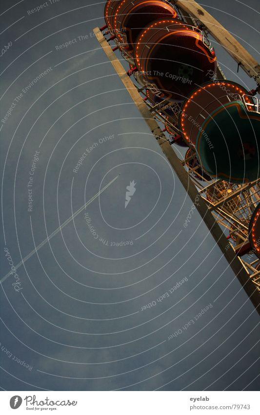 Rentner 2.- / Schüler 3,50- Himmel Wolken grau Freizeit & Hobby Jahrmarkt aufwärts Schweben Oktoberfest Bildausschnitt Anschnitt Riesenrad Kondensstreifen