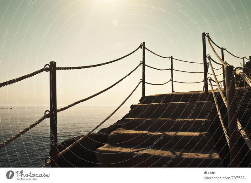 Treppe zum Strand Ferien & Urlaub & Reisen Sommer Sommerurlaub Sonne Meer Wellen Umwelt Wasser Sonnenlicht Küste Mittelmeer Cinque Terre Riomaggiore Ligurien