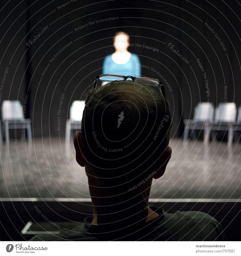 Audition Mensch maskulin feminin Erwachsene 2 Künstler Theaterschauspiel Brille Denken blau grau Erwartung Farbfoto Innenaufnahme Textfreiraum links