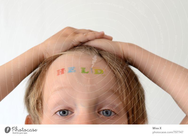 H E L D Mensch Kind Freude Gefühle Junge Kopf Stimmung maskulin Kraft Kindheit blond Erfolg Schriftzeichen Coolness Zeichen malen