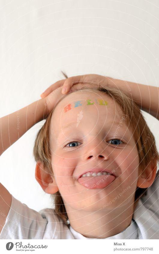 Frecher Held Mensch Kind Freude Gesicht Gefühle lustig Stimmung Freizeit & Hobby maskulin Kraft Kindheit Erfolg Schriftzeichen Fröhlichkeit Coolness