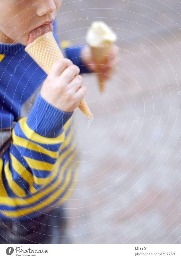 Eis Eis Eis Mensch Kind kalt Gefühle Essen Lebensmittel Kindheit Ernährung Speiseeis süß lecker Appetit & Hunger Übergewicht Kleinkind ungesund 3-8 Jahre