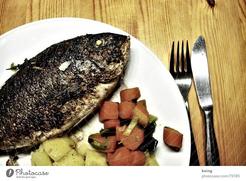 Extravaganz für den inneren Angeber Dorade Möhre Fischgräte Speise Speisesaal Kruste Gedeck Teller Mahlzeit frisch Beilage kochen & garen Ernährung Besteck
