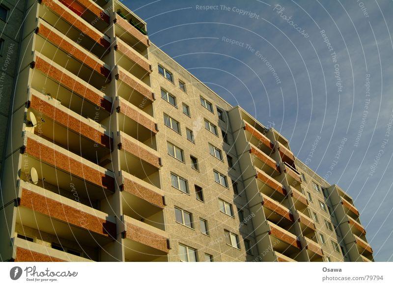 schöner wohnen 10 Haus Fenster Berlin Architektur Stein Gebäude Deutschland Fassade Beton modern Balkon DDR Plattenbau Verlauf Besitz Schlachthof