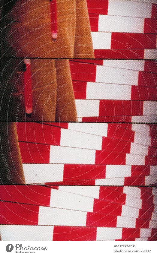 Lomo_Bautafel rot Kunst Hintergrundbild verrückt Baustelle außergewöhnlich Überwachung Bauüberwachung
