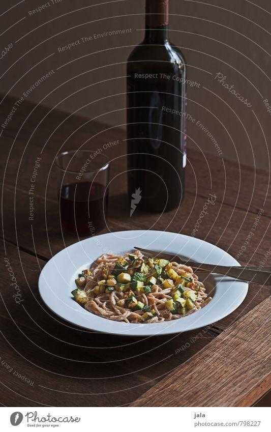 spaghetti Gesunde Ernährung natürlich Gesundheit Lebensmittel Glas frisch Getränk Wein Gemüse lecker Appetit & Hunger Bioprodukte Geschirr Flasche Teller