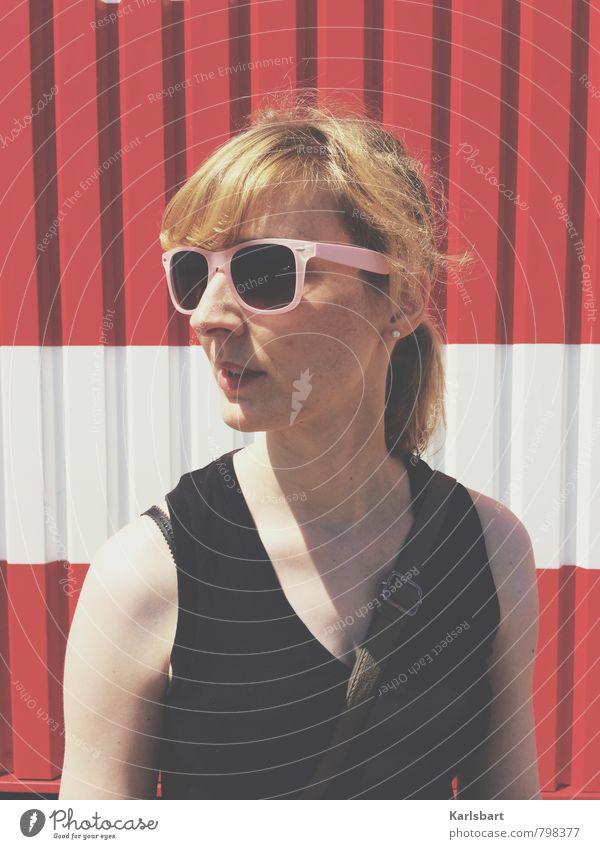 American Joy Mensch Frau Sommer Erwachsene Wand feminin Stil Mauer Lifestyle Freiheit Mode Business Fassade Arbeit & Erwerbstätigkeit blond Erfolg