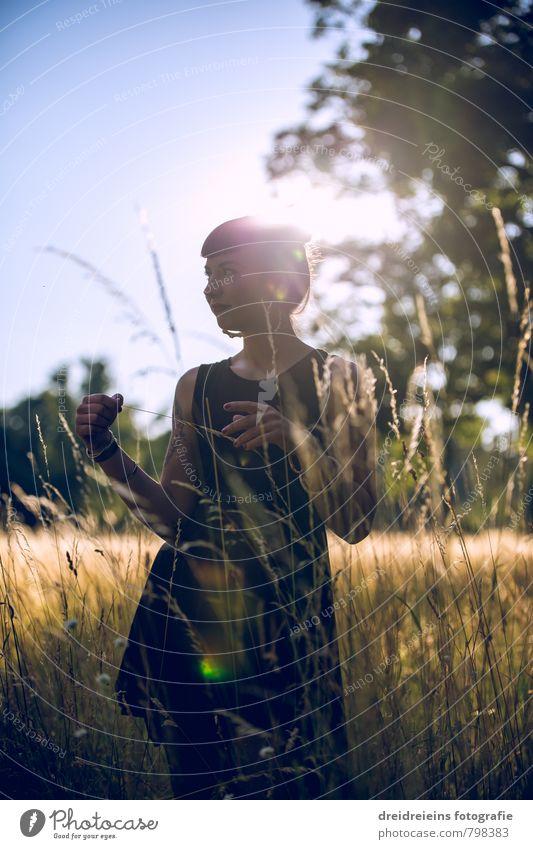 Summer Sunset feminin Junge Frau Jugendliche Erwachsene 1 Mensch Schönes Wetter Baum Gras Wiese Kleid stehen träumen Glück natürlich Zufriedenheit Lebensfreude