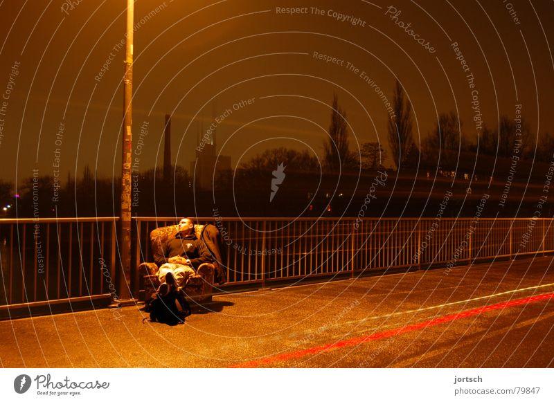 gemütlich Nebenfluß Ihme leer Erholung Mann Gelassenheit Sessel Nacht Nebel Hannover ruhig Faust Ferien & Urlaub & Reisen Langzeitbelichtung Außenaufnahme