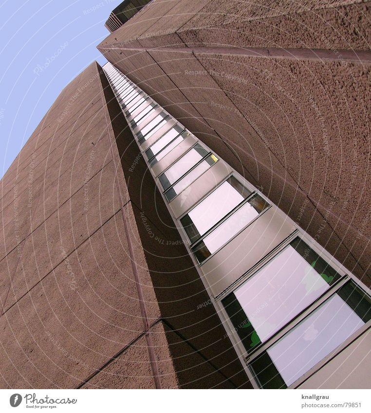 In den Himmel gebaut Hochhaus Europa Stadt Fenster braun rotbraun emporragend Beton Steinwand Fensterfront strahlenförmig Froschperspektive Fassade Köln