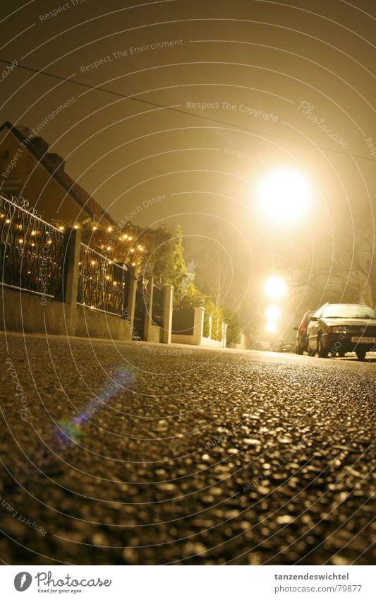 bei nacht und nebel (2) Nebel Nacht Winter Langzeitbelichtung Gasse Beton dunkel Straßenbeleuchtung Bodenbelag