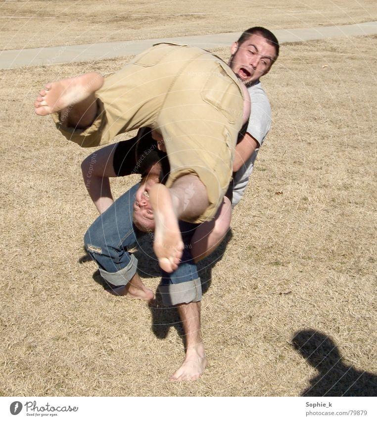 Wrestling Mann schreien springen Wut Aktion Sport Spielen USA Kampfsport wrestling boys Rolle fallen Bewegung Freude anstrengen Hinterteil Fuß Kraft scream