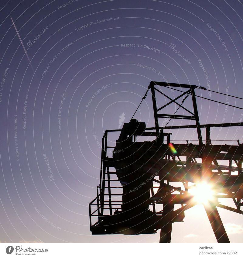 Der Stern von .... Himmel Sonne blau Industrie Technik & Technologie blenden Baugerüst Kondensstreifen Förderband