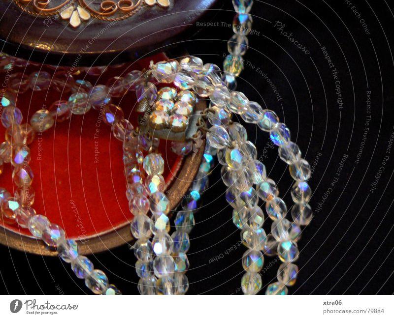 Omas Schmuck Schmuckkästchen Glasperle Holzkiste Dose alt Halskette Reichtum schmuckdose juwelierwaren kinkerlitzchen schatulle Perle