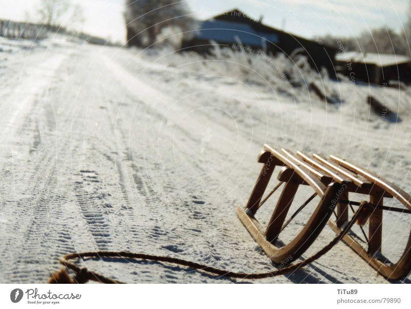 geiler schlitten Sauerland kalt Winter Schnur Schlitten Wiese Schnee Seil