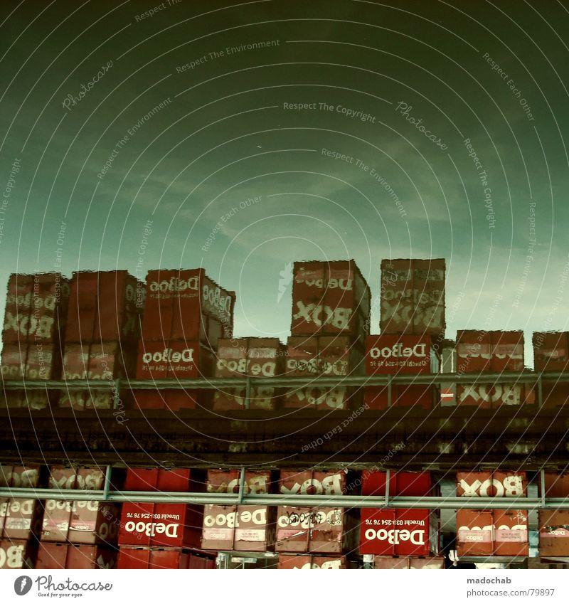 BOXES Kiste Ladung Güterverkehr & Logistik Wassen Himmel Reflexion & Spiegelung grün rot aufeinander Sammlung Verpackung einpacken Wasser Industrie Hafen Karton