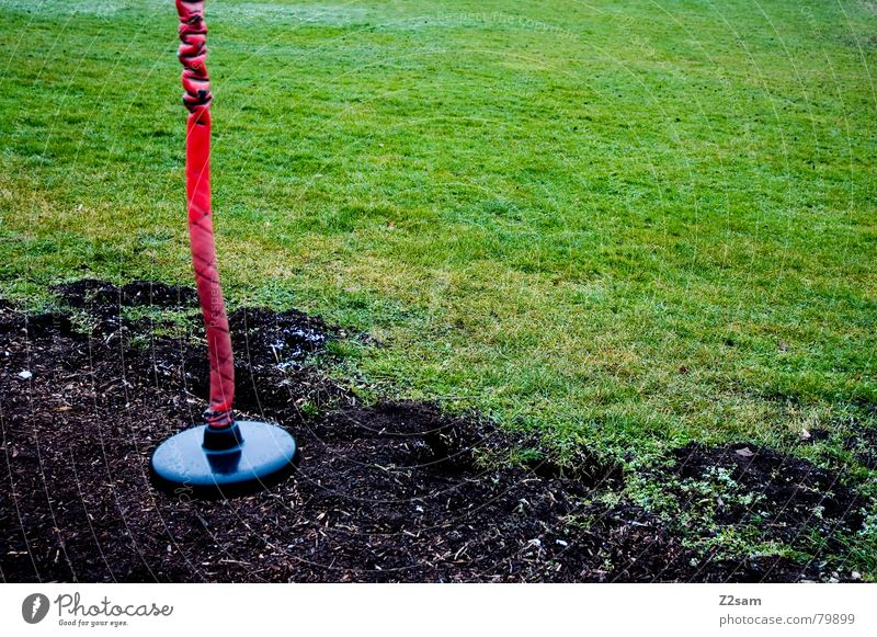 sitzplatz rot schwarz Wiese Seil Erde Platz rund Freizeit & Hobby lang hängen Sitzgelegenheit Spielplatz grün-schwarz