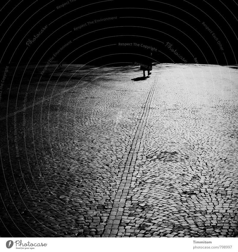 Blues in B Flat. Frau Erwachsene Beine 1 Mensch Heidelberg Platz Stein gehen ästhetisch dunkel authentisch grau schwarz Gefühle Pflastersteine Linie Fuge