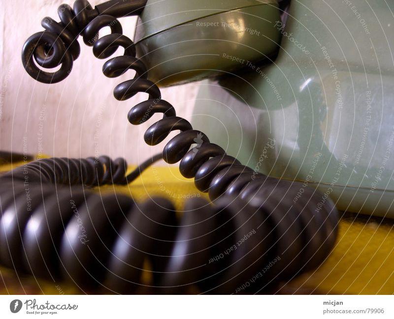 LOVE MY TELEPHONE grün Farbe schwarz gelb Wand Mauer Häusliches Leben Kreis Tisch Technik & Technologie Ecke Telefon fantastisch rund Ziffern & Zahlen Kabel