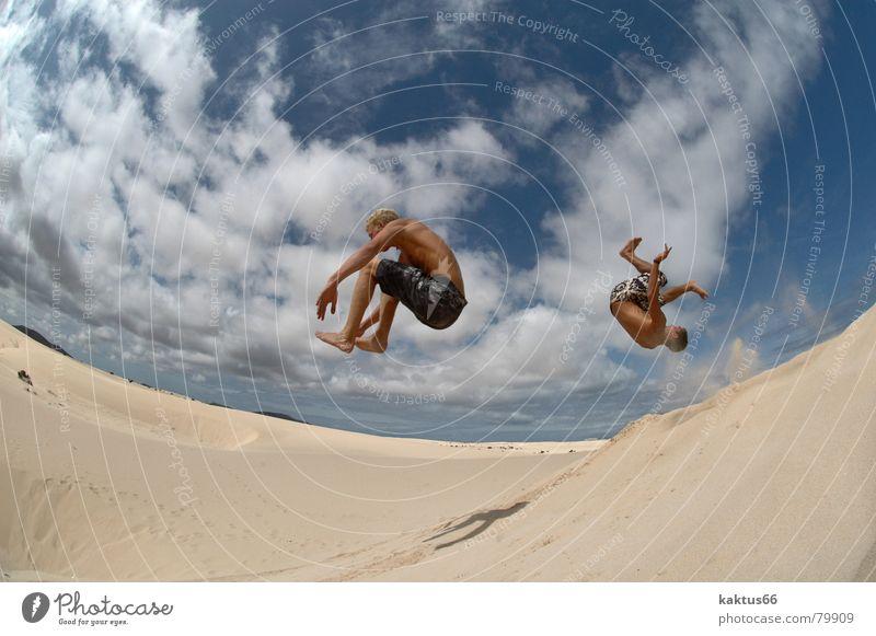 Time to fly.... Himmel Ferien & Urlaub & Reisen Jugendliche blau Sommer Meer Wolken Freude Strand lustig Sport fliegen braun Sand springen Luft