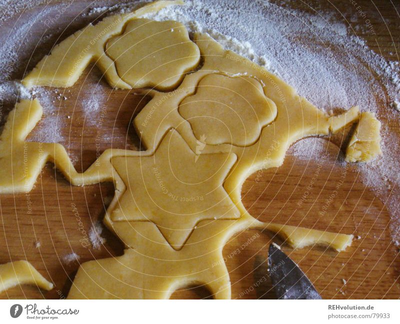 Weihnachtsbäckerei 3 Weihnachten & Advent Freude Winter genießen Herz Kochen & Garen & Backen süß lecker Backwaren Teigwaren roh Plätzchen Mehl stechen Ausstechform Plätzchen ausstechen